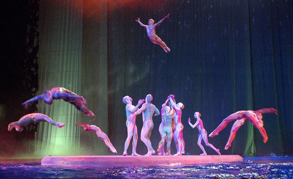 "Cirque du Soleil ""O"" - Photo credit: Tomasz Rossa"