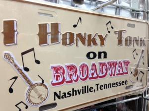 I honky tonk on Broadway in Nashville, Tennessee