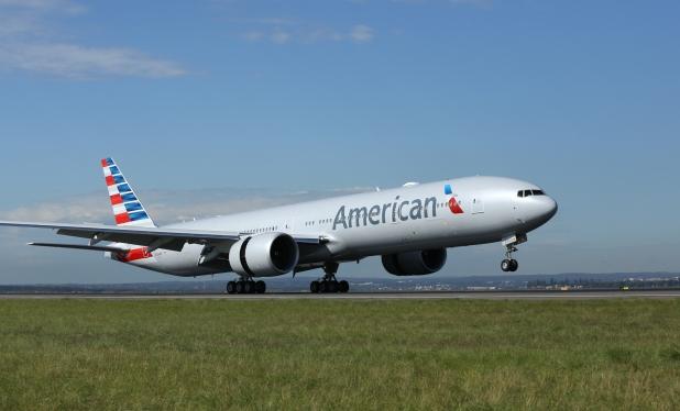 American Airlines 777-300ER landing in Sydney, Australia